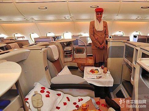 优质的餐饮是阿联酋航空空中体验的重要组成部分