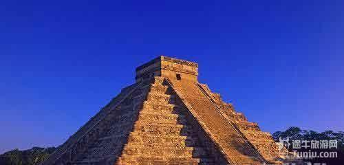 赫赫有名的太阳金字塔和月亮金字塔—羽蛇神庙