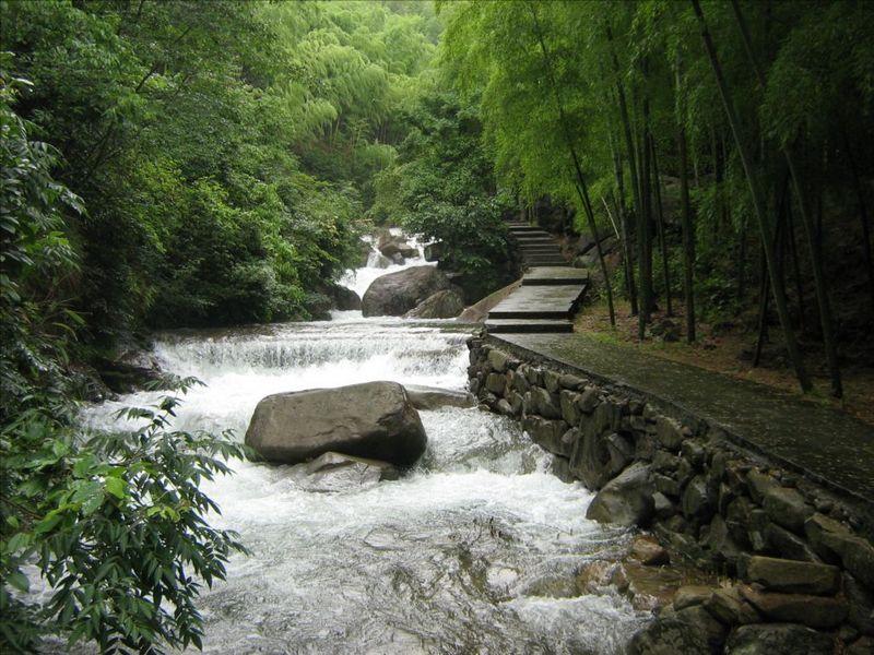 景点简介 白水涧风景区位于杭州市西郊的临安市境内,是离沪,宁,苏,锡